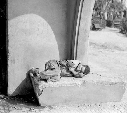rapaz-dormitando