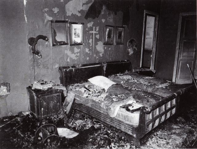 Dormitorio do matrimonio Franco despois do incendio de febreiro de 1978